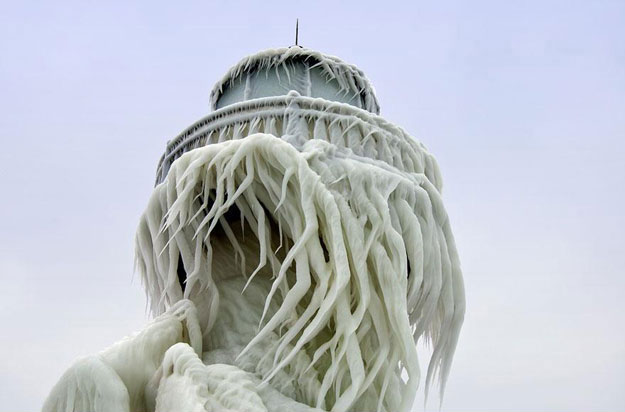 frozen-lighthouse-st-joseph-north-pier-lake-michigan-121-1