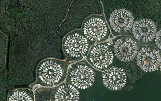 Circular layouts of homes near I-75, southwest of Fort Myers, Florida. Map. (© Google)